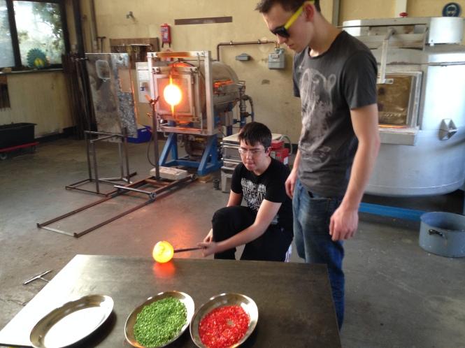 Kids marvering glass. Credits: Berlin Glas e.V.