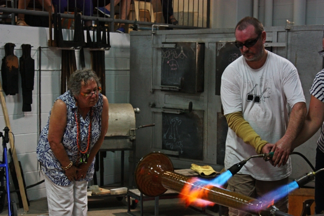Glass demostrations. Credits: Ausglass' 17th Biennial Conference.