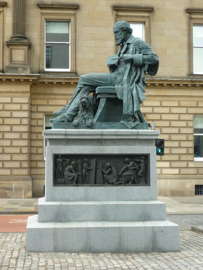 James_Clerk_Maxwell_statue_in_George_Street,_Edinburgh