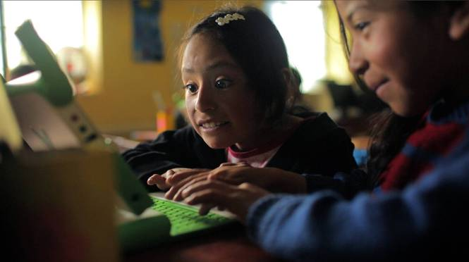 Students in Peru benefitted by the Luces para Aprender Program. Credit: Luces para Aprender.
