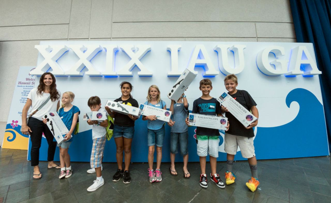 School children visiting the IAU XXIX General Assembly in 2015 with their Galileoscopes, being produced as part of the International Year of Light. Credit: IAU/B. Tafreshi (twanight.org)
