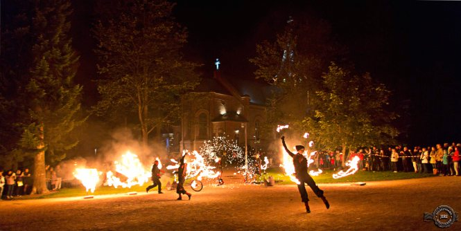 Maria Baric Company: Ave Fenix -fire puppetry & circus show. Credit: Jiri Halttunen.