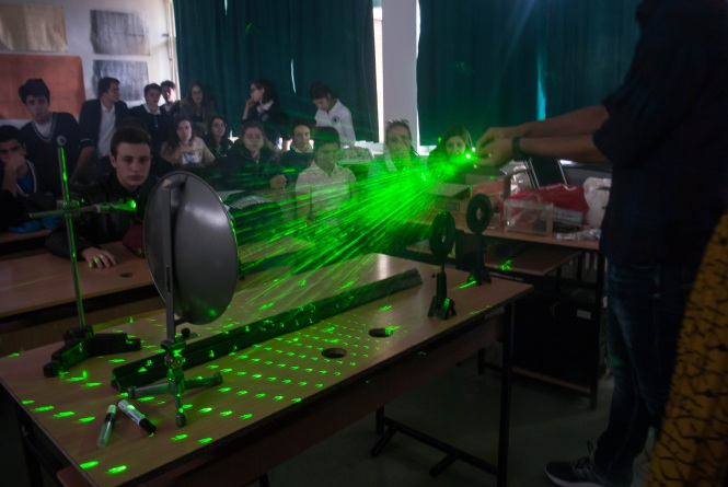 The principle of interference patterns are illustrated with the help of a laser. Credit: Physical Society of Macedonia.