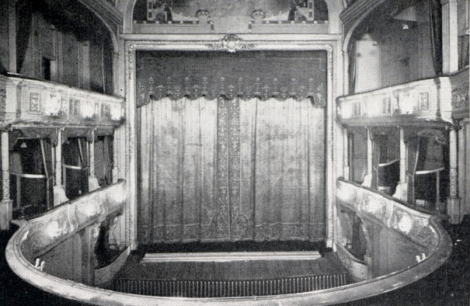 Original interior of Savoy Theatre, 1881. Credit: Wikimedia Commons.