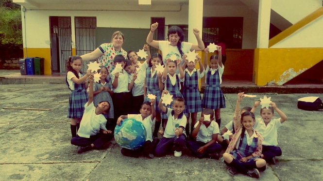 Visiting a school of the Colombian part of Constellation. Credit: GalileoMobile.